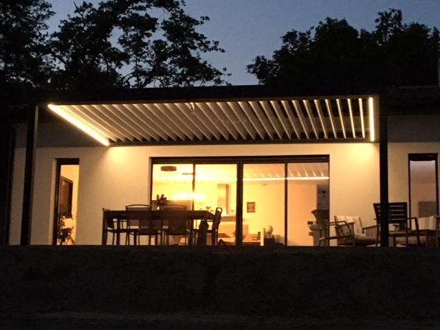 Pergola bioclimatique avec éclairage Drome Ardèche